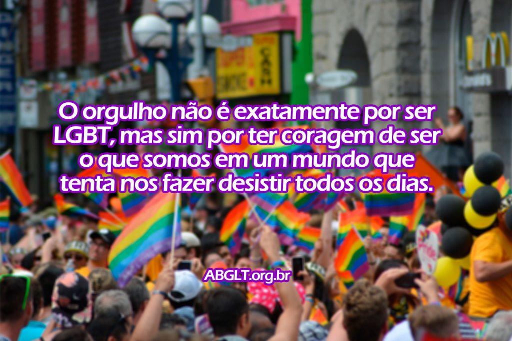O orgulho não é exatamente por ser LGBT, mas sim por ter coragem de ser o que somos em um mundo que tenta nos fazer desistir todos os dias.